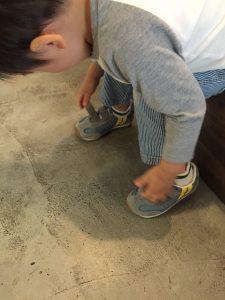 靴を脱ごうとしちゃってるよーーーー ここは、土足でOKなのに、、、笑