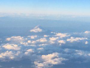 飛行機の中から、富士山が!