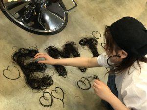 切った髪の毛で、杏が、アートを❣️