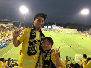 今回は、ゴール裏でサッカー部の時の友達と参戦!写真は、息子🌷